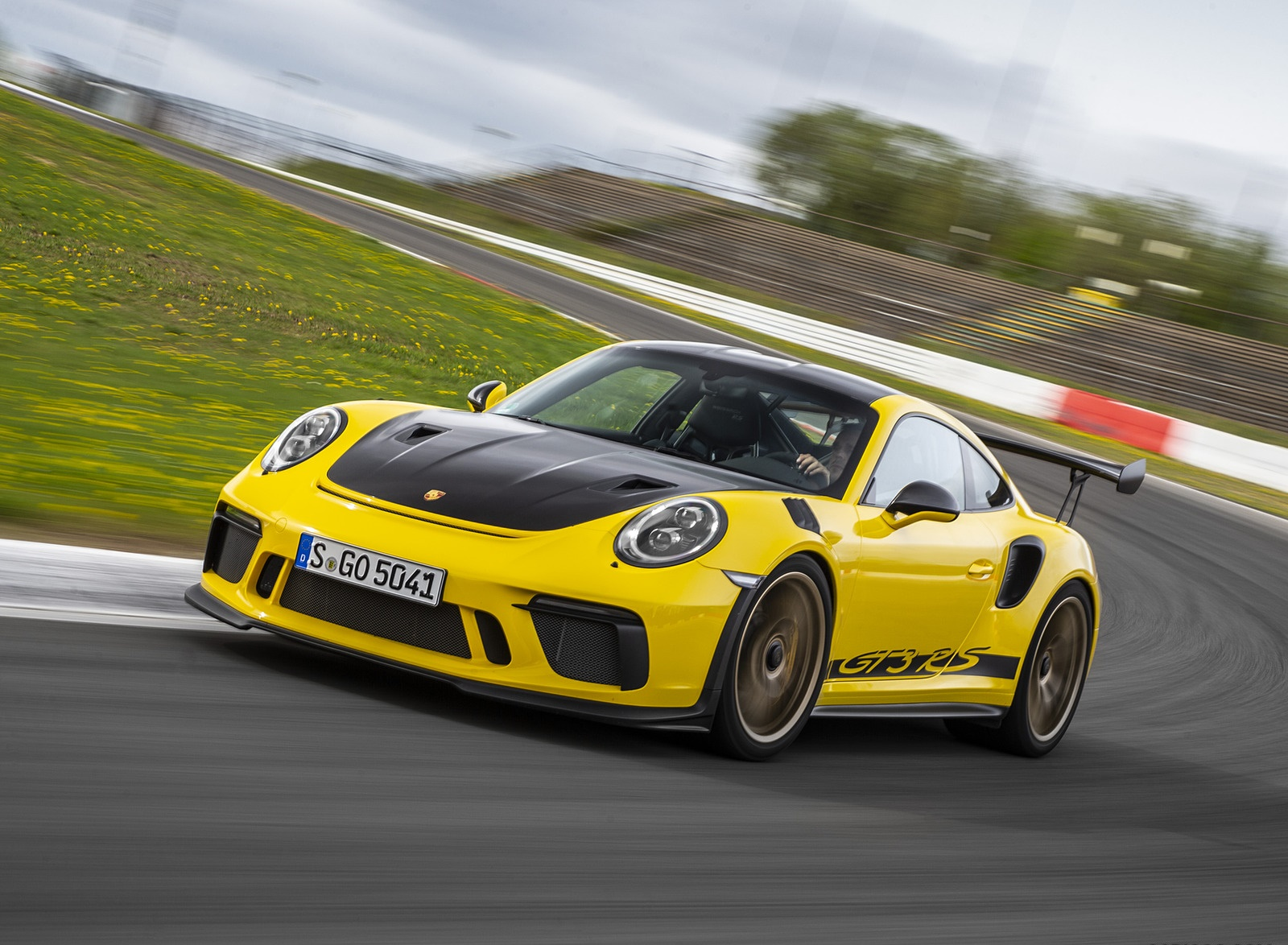 2019 Porsche 911 GT3 RS Weissach Package (Color: Racing Yellow) Front Three-Quarter Wallpaper (10)