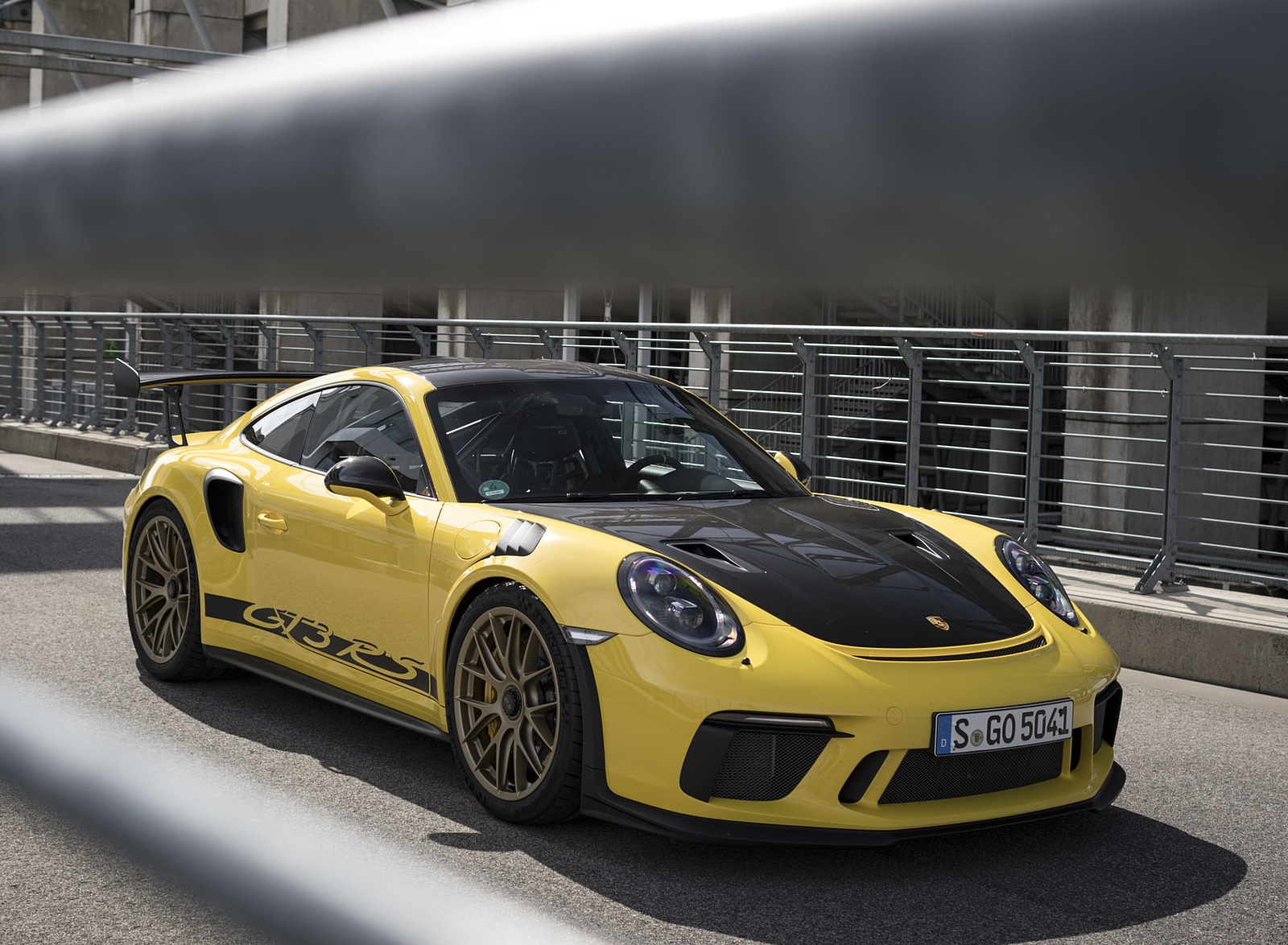 2019 Porsche 911 GT3 RS Weissach Package (Color: Racing Yellow) Front Three-Quarter Wallpaper (14)