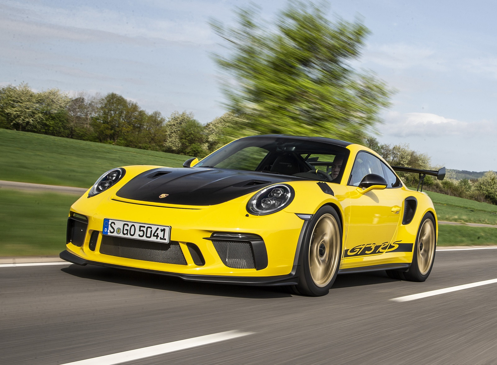2019 Porsche 911 GT3 RS Weissach Package (Color: Racing Yellow) Front Three-Quarter Wallpaper (9)