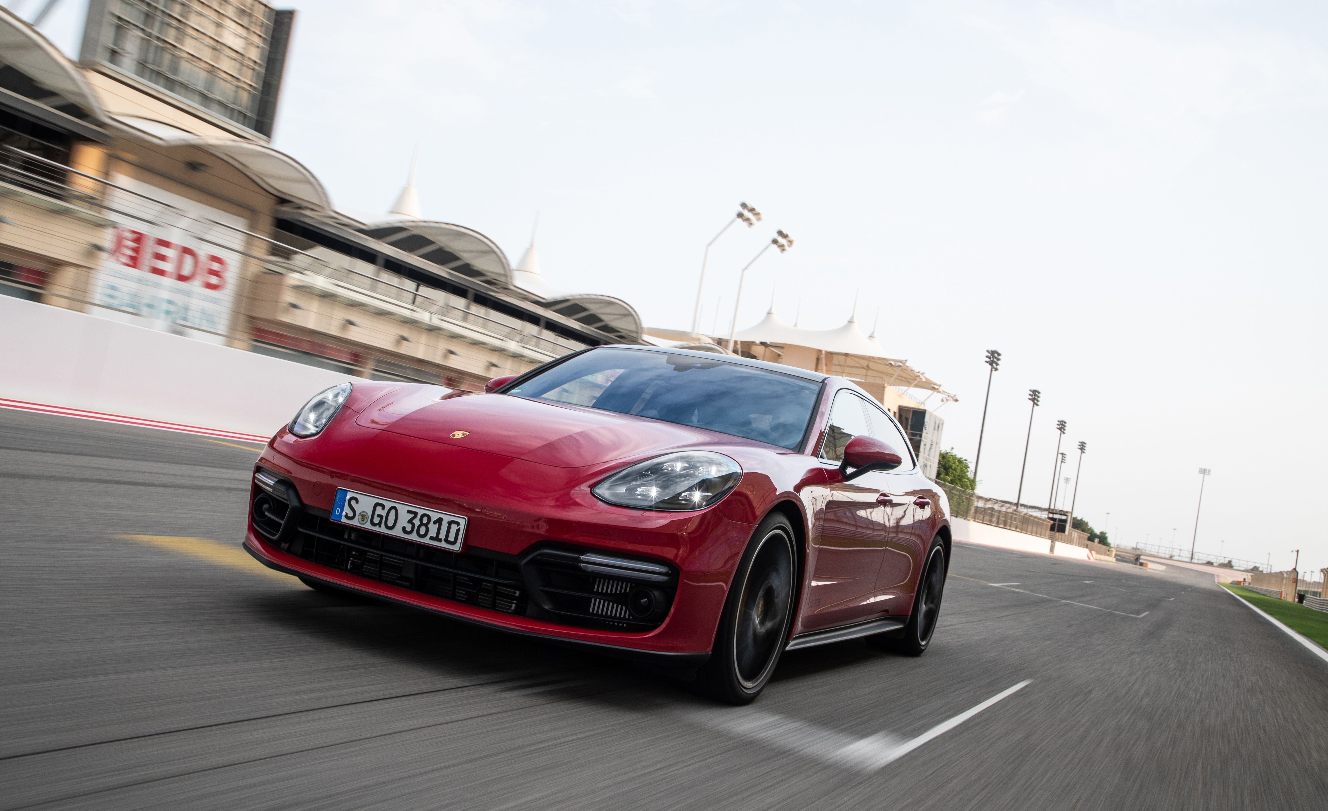 2019 Porsche Panamera GTS Sport Turismo Front Three-Quarter Wallpapers (3)
