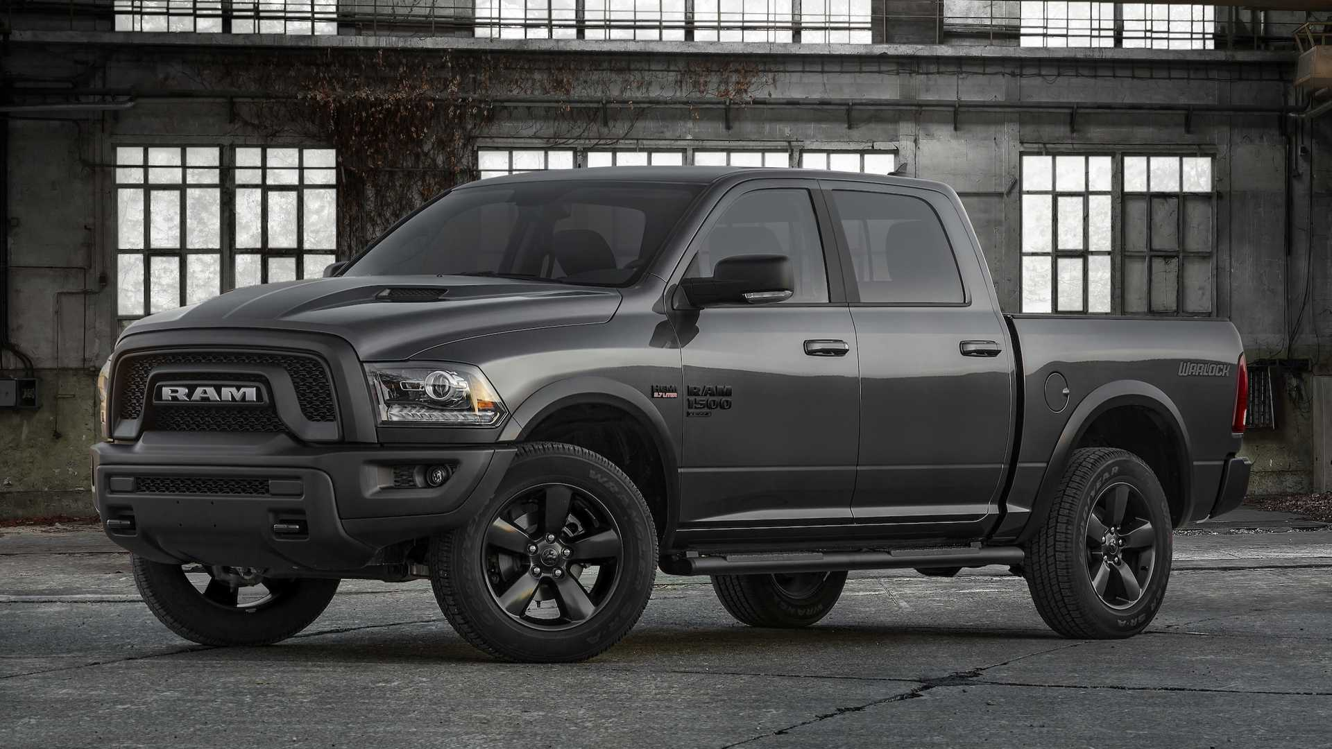 2019 Ram 1500 Classic Warlock Front Three-Quarter Wallpapers (2)