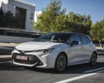 2019 Toyota Corolla Hatchback Hybrid 1.8L White Bitone (EU-Spec) Front Three-Quarter Wallpapers 150x120 (49)