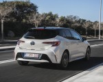 2019 Toyota Corolla Hatchback Hybrid 1.8L White Bitone (EU-Spec) Rear Three-Quarter Wallpapers 150x120 (50)