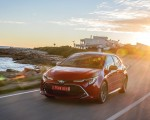 2019 Toyota Corolla Hatchback Hybrid 2.0L Red bitone (EU-Spec) Front Three-Quarter Wallpapers 150x120 (26)