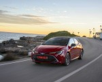 2019 Toyota Corolla Hatchback Hybrid 2.0L Red bitone (EU-Spec) Front Three-Quarter Wallpapers 150x120 (23)