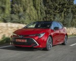 2019 Toyota Corolla Hatchback Hybrid 2.0L Red bitone (EU-Spec) Front Three-Quarter Wallpapers 150x120 (7)