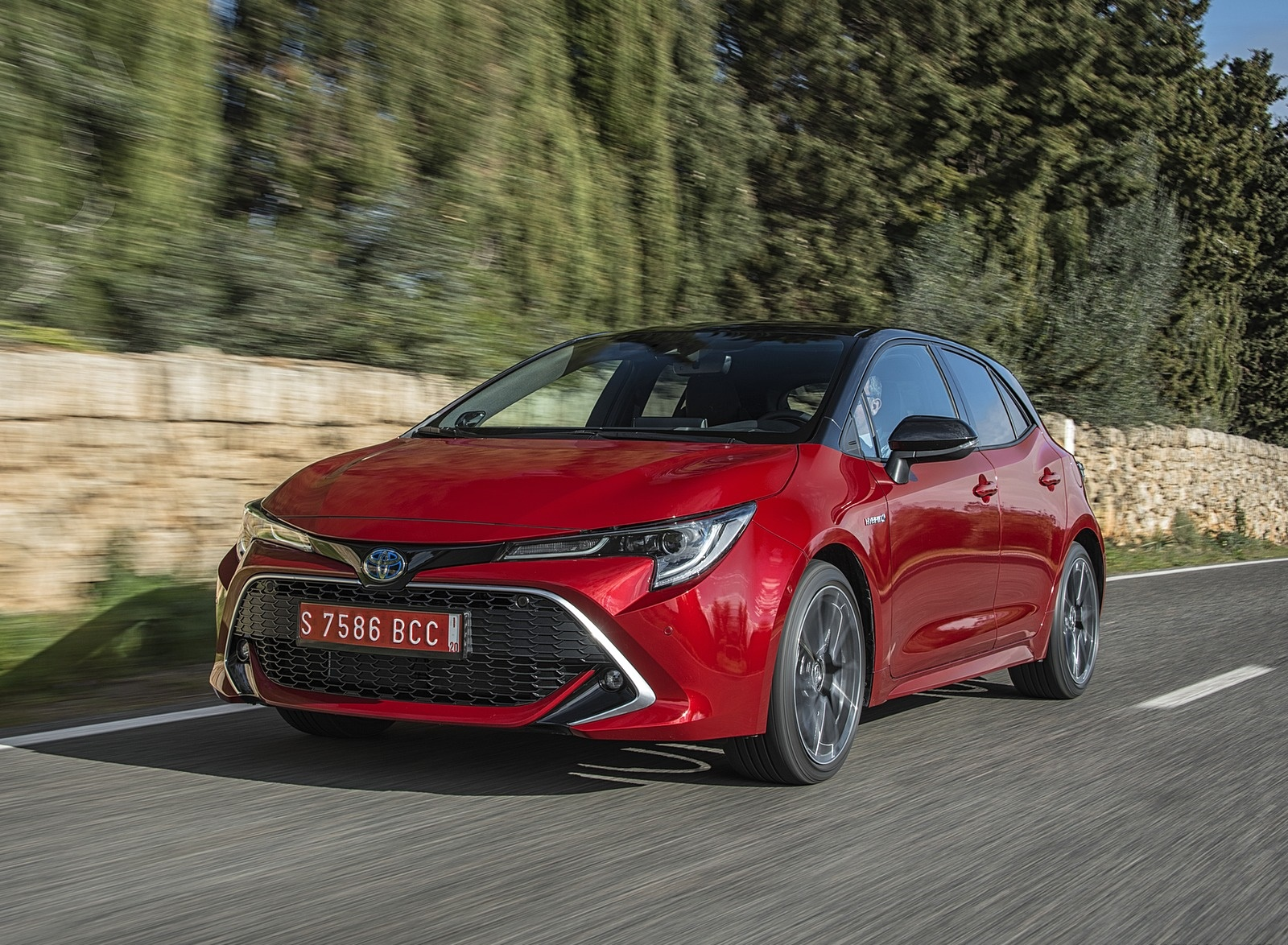 2019 Toyota Corolla Hatchback Hybrid 2.0L Red bitone (EU-Spec) Front Three-Quarter Wallpapers (7)