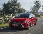 2019 Toyota Corolla Hatchback Hybrid 2.0L Red bitone (EU-Spec) Front Three-Quarter Wallpapers 150x120 (8)