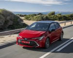 2019 Toyota Corolla Hatchback Hybrid 2.0L Red bitone (EU-Spec) Front Three-Quarter Wallpapers 150x120 (25)