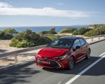 2019 Toyota Corolla Hatchback Hybrid 2.0L Red bitone (EU-Spec) Front Three-Quarter Wallpapers 150x120 (13)
