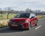 2019 Toyota Corolla Hatchback Hybrid 2.0L Red bitone (EU-Spec) Front Three-Quarter Wallpapers 150x120 (5)