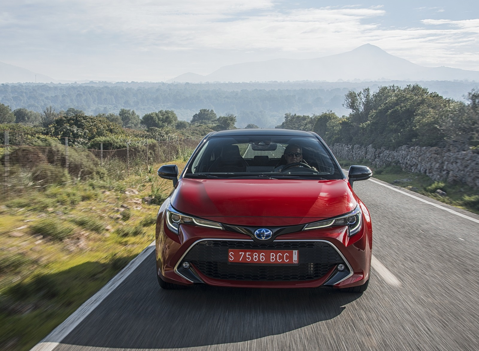 2019 Toyota Corolla Hatchback Hybrid 2.0L Red bitone (EU-Spec) Front Wallpapers (14)