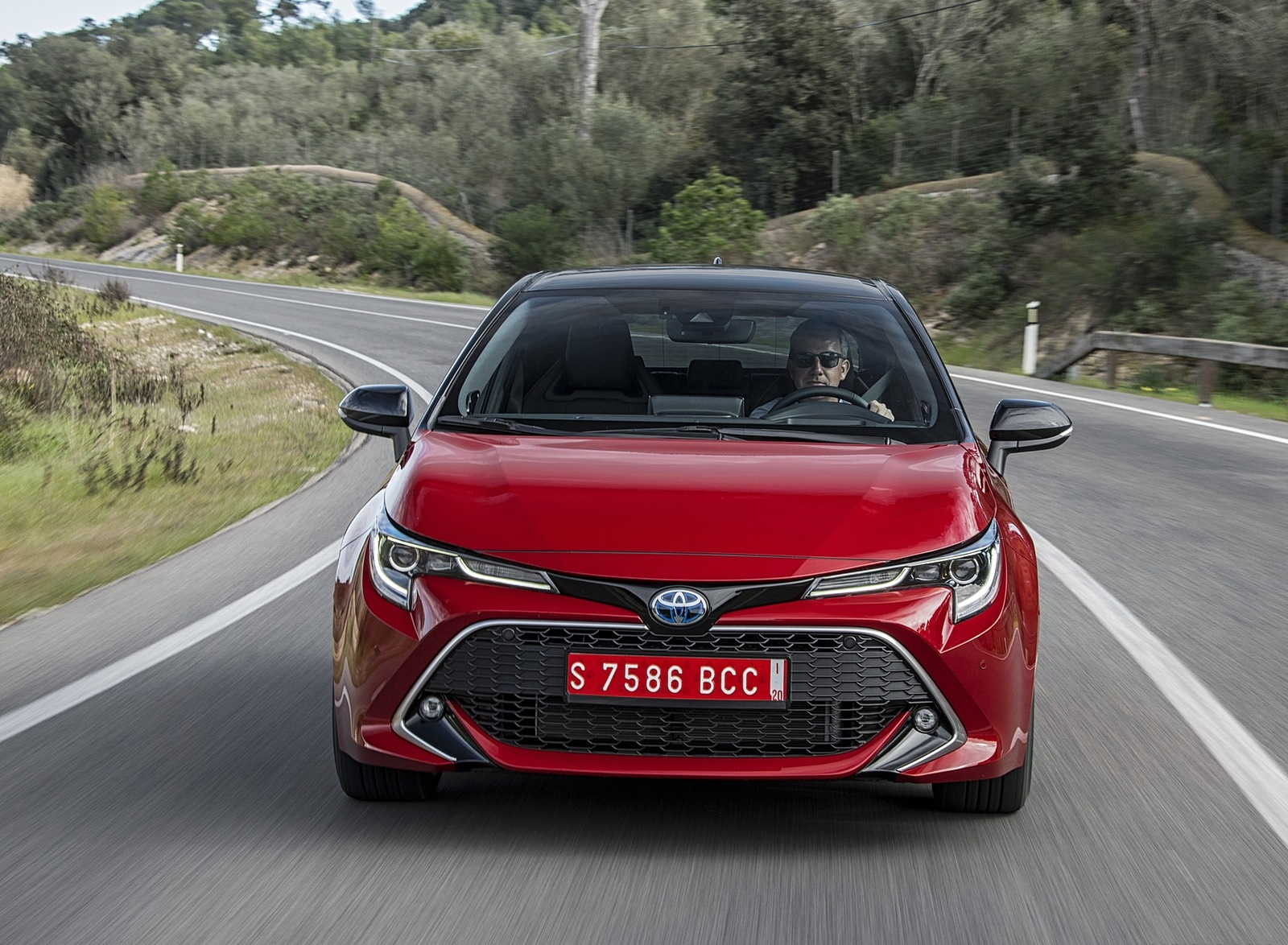 2019 Toyota Corolla Hatchback Hybrid 2.0L Red bitone (EU-Spec) Front Wallpapers (1)
