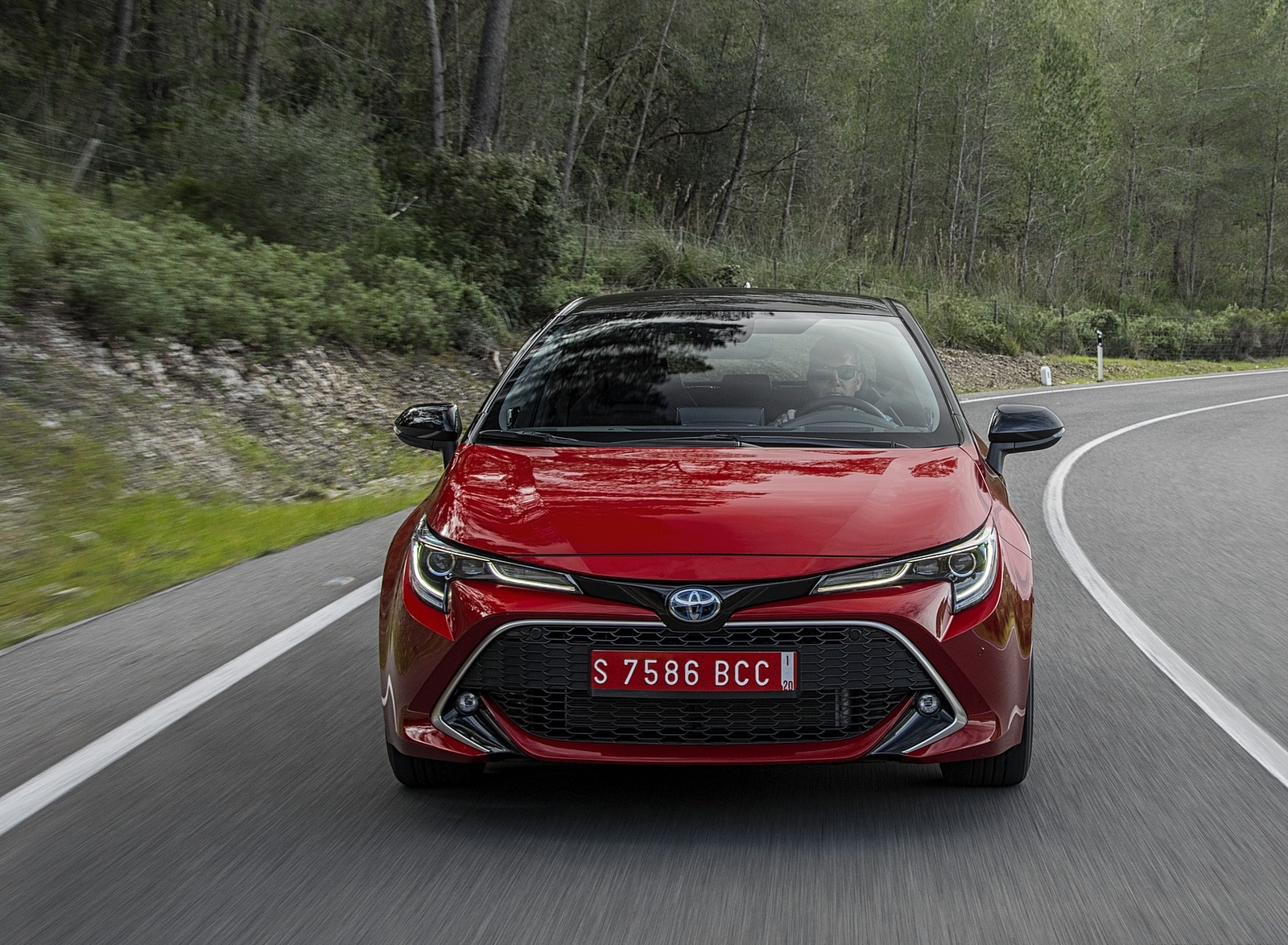 2019 Toyota Corolla Hatchback Hybrid 2.0L Red bitone (EU-Spec) Front Wallpapers (15)