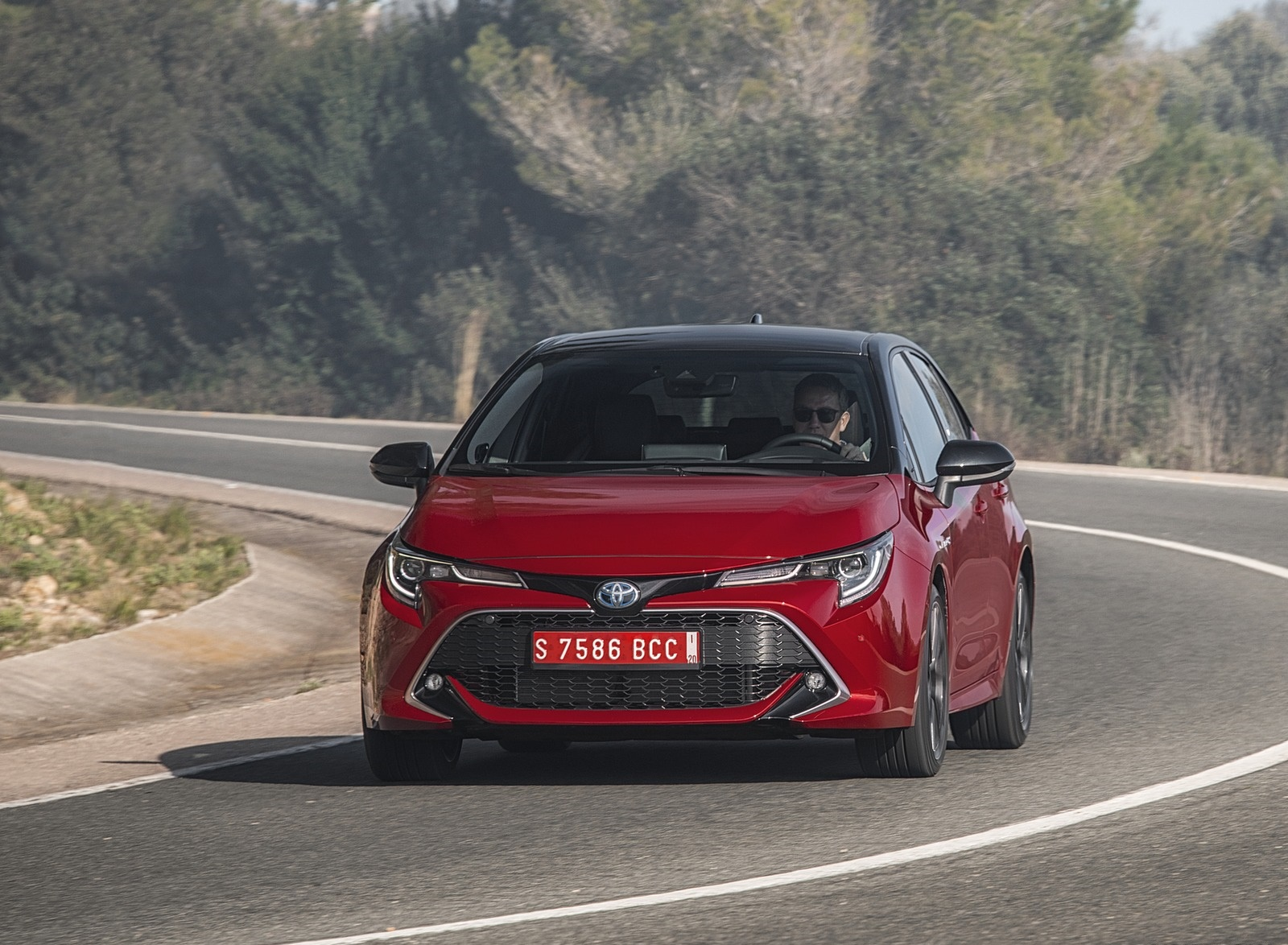 2019 Toyota Corolla Hatchback Hybrid 2.0L Red bitone (EU-Spec) Front Wallpapers (3)