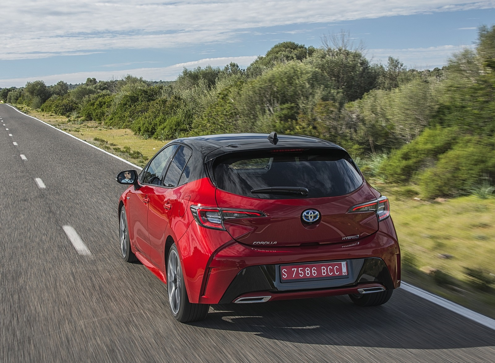 2019 Toyota Corolla Hatchback Hybrid 2.0L Red bitone (EU-Spec) Rear Wallpapers (6)