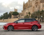 2019 Toyota Corolla Hatchback Hybrid 2.0L Red bitone (EU-Spec) Side Wallpapers 150x120 (33)