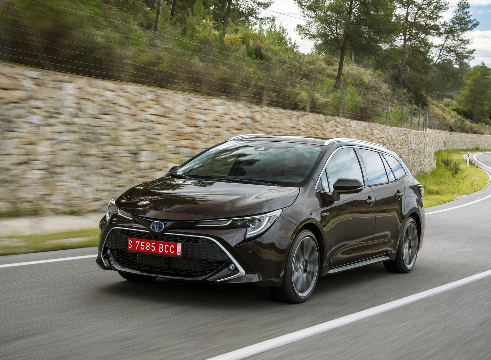2019 Toyota Corolla Touring Sports 2.0L Brown (EU-Spec) Front Three-Quarter Wallpapers (7)