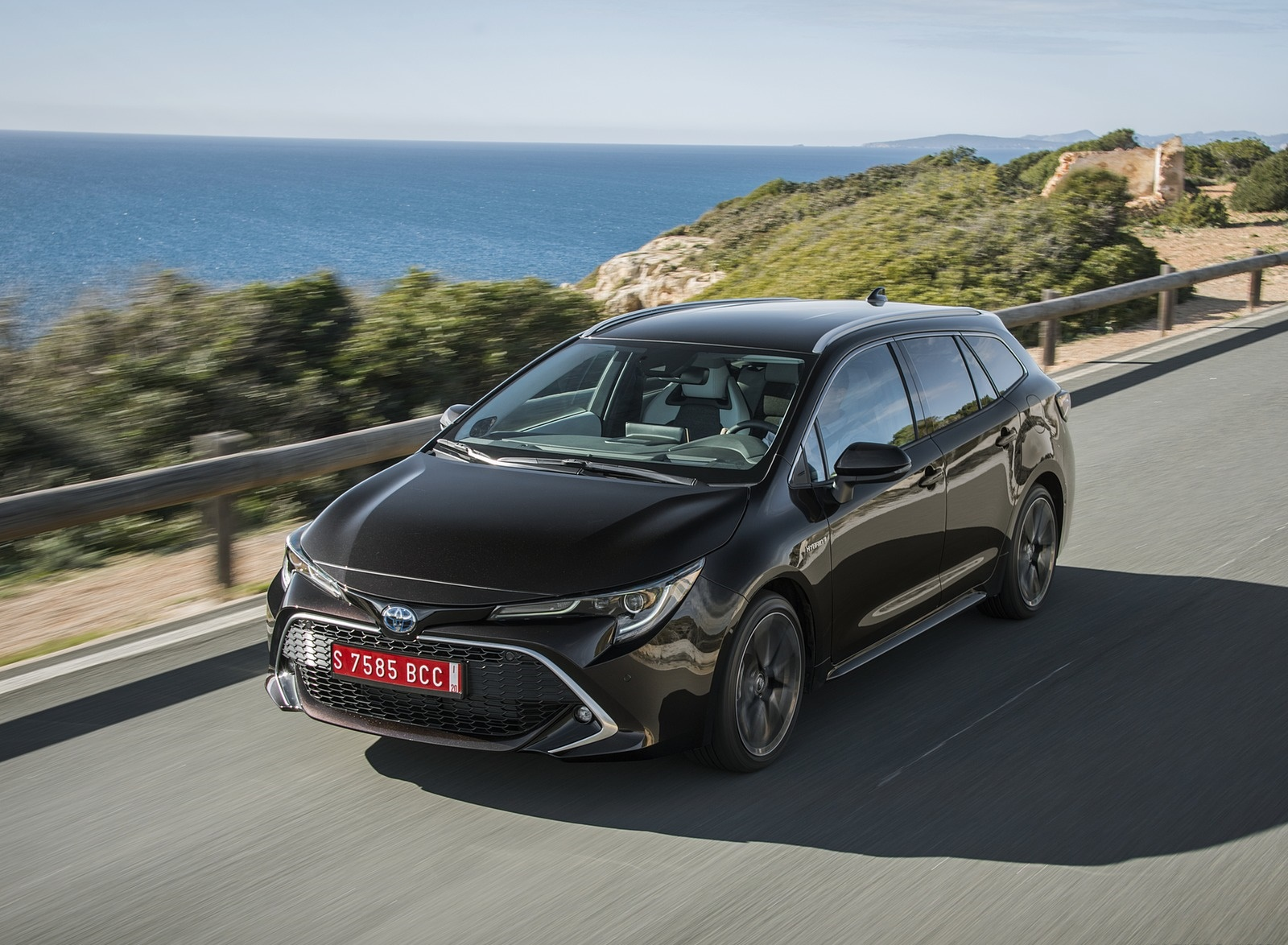 2019 Toyota Corolla Touring Sports 2.0L Brown (EU-Spec) Front Three-Quarter Wallpapers (8)