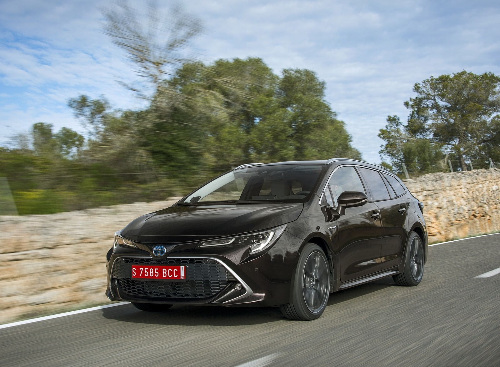 2019 Toyota Corolla Touring Sports 2.0L Brown (EU-Spec) Front Three-Quarter Wallpapers (9)