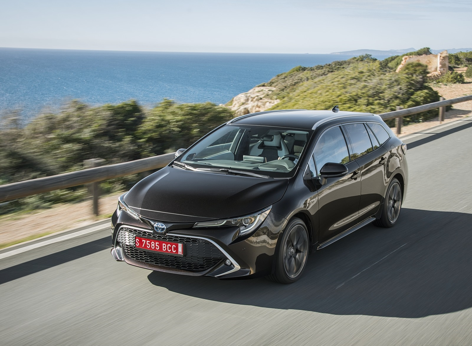2019 Toyota Corolla Touring Sports 2.0L Brown (EU-Spec) Front Three-Quarter Wallpapers (1)