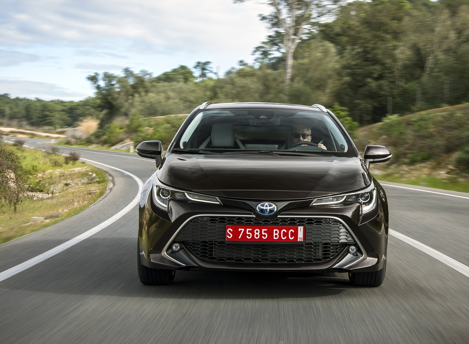 2019 Toyota Corolla Touring Sports 2.0L Brown (EU-Spec) Front Wallpapers (2)