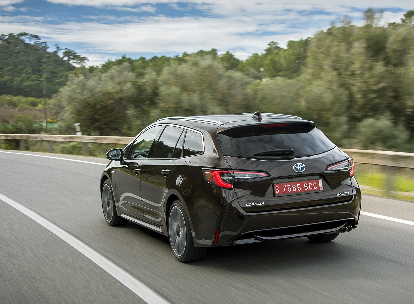 2019 Toyota Corolla Touring Sports 2.0L Brown (EU-Spec) Rear Three-Quarter Wallpapers (10)