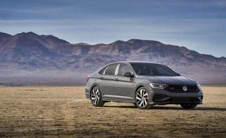 2019 Volkswagen Jetta GLI Front Three-Quarter Wallpaper 450x275 (8)