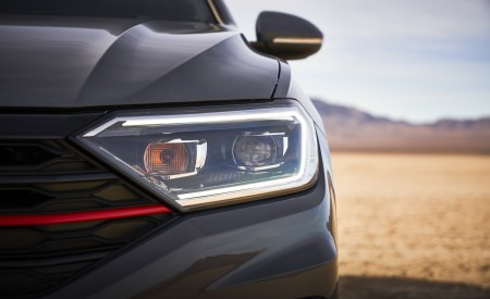 2019 Volkswagen Jetta GLI Headlight Wallpaper 450x275 (15)