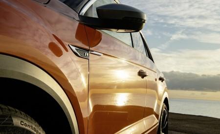 2019 Volkswagen T-Roc R Detail Wallpapers 450x275 (87)