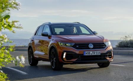 2019 Volkswagen T-Roc R Front Three-Quarter Wallpapers 450x275 (42)