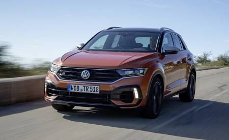 2019 Volkswagen T-Roc R Front Three-Quarter Wallpapers 450x275 (55)
