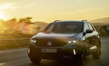 2019 Volkswagen T-Roc R Front Three-Quarter Wallpapers 450x275 (12)