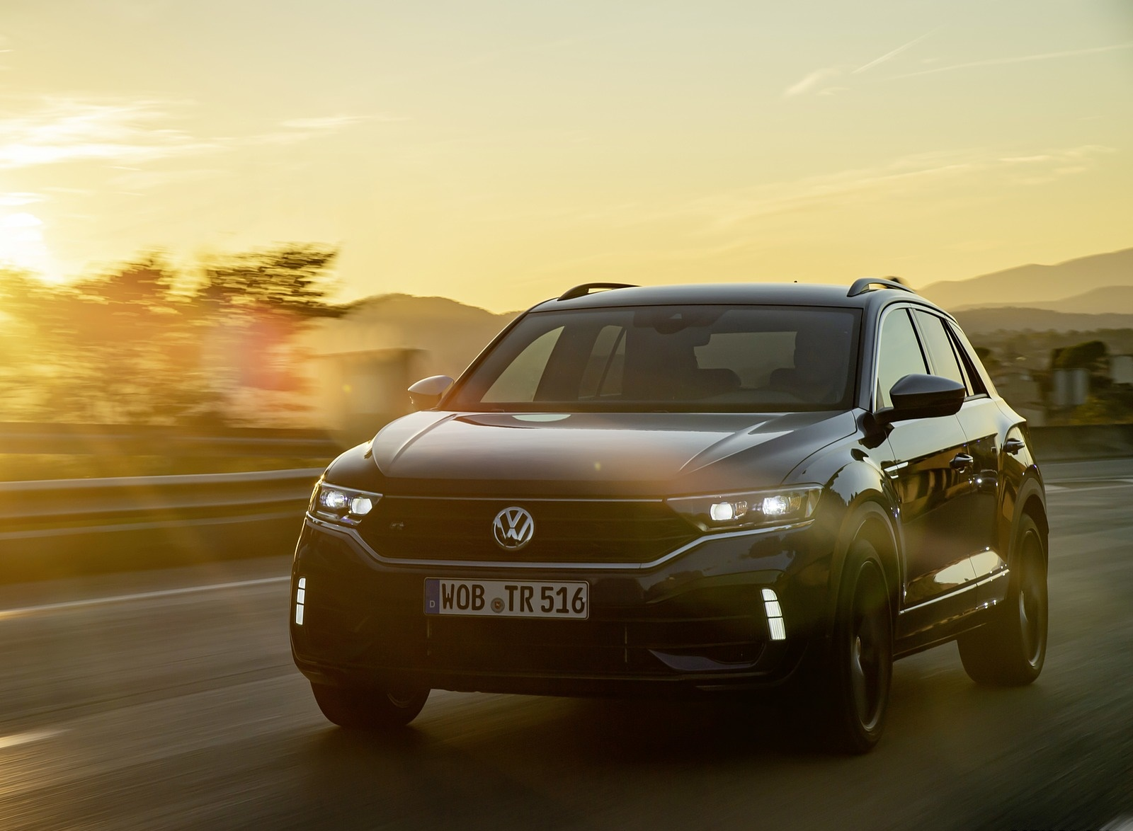 2019 Volkswagen T-Roc R Front Three-Quarter Wallpapers (12)