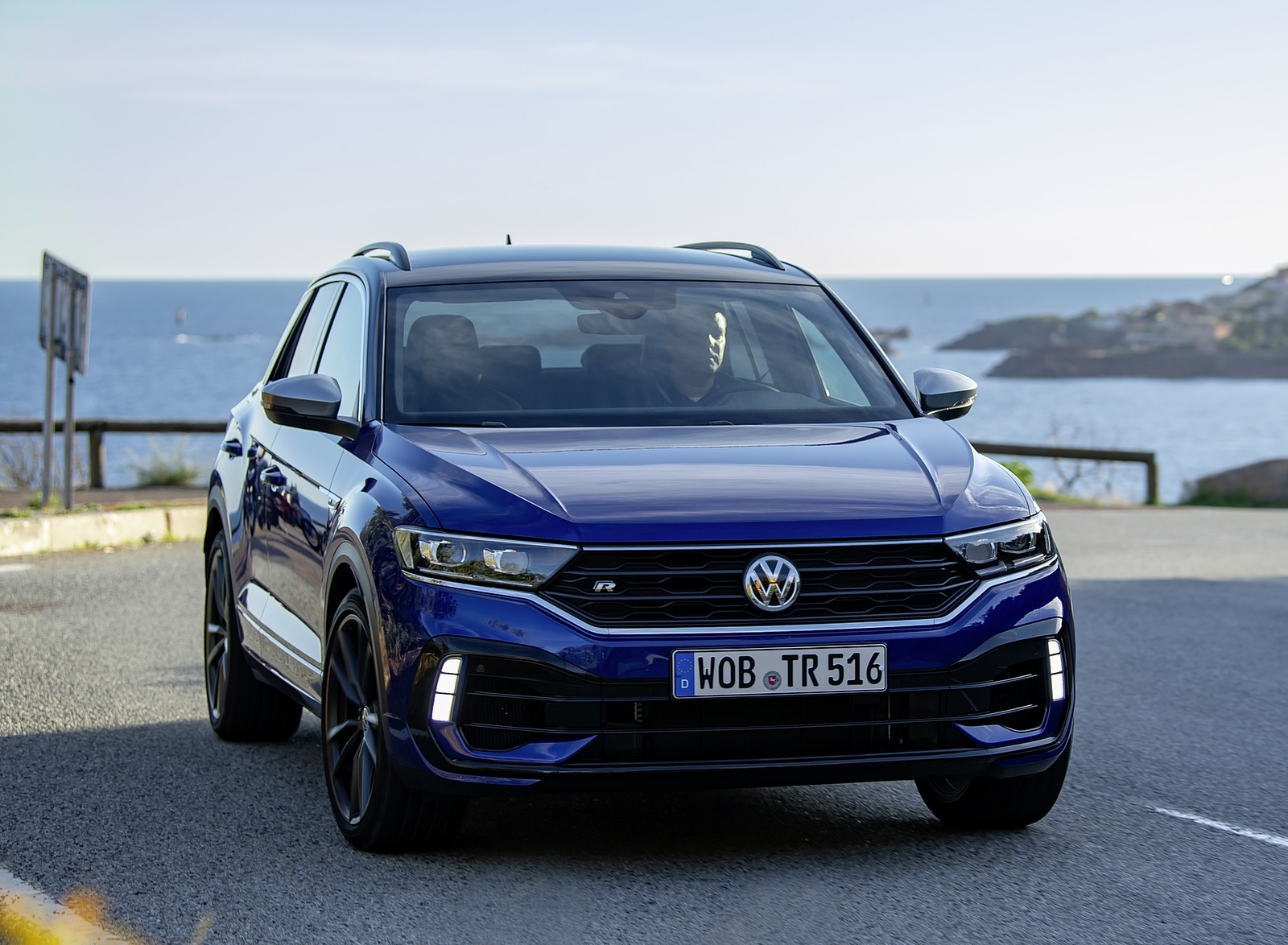 2019 Volkswagen T-Roc R Front Wallpapers (6)