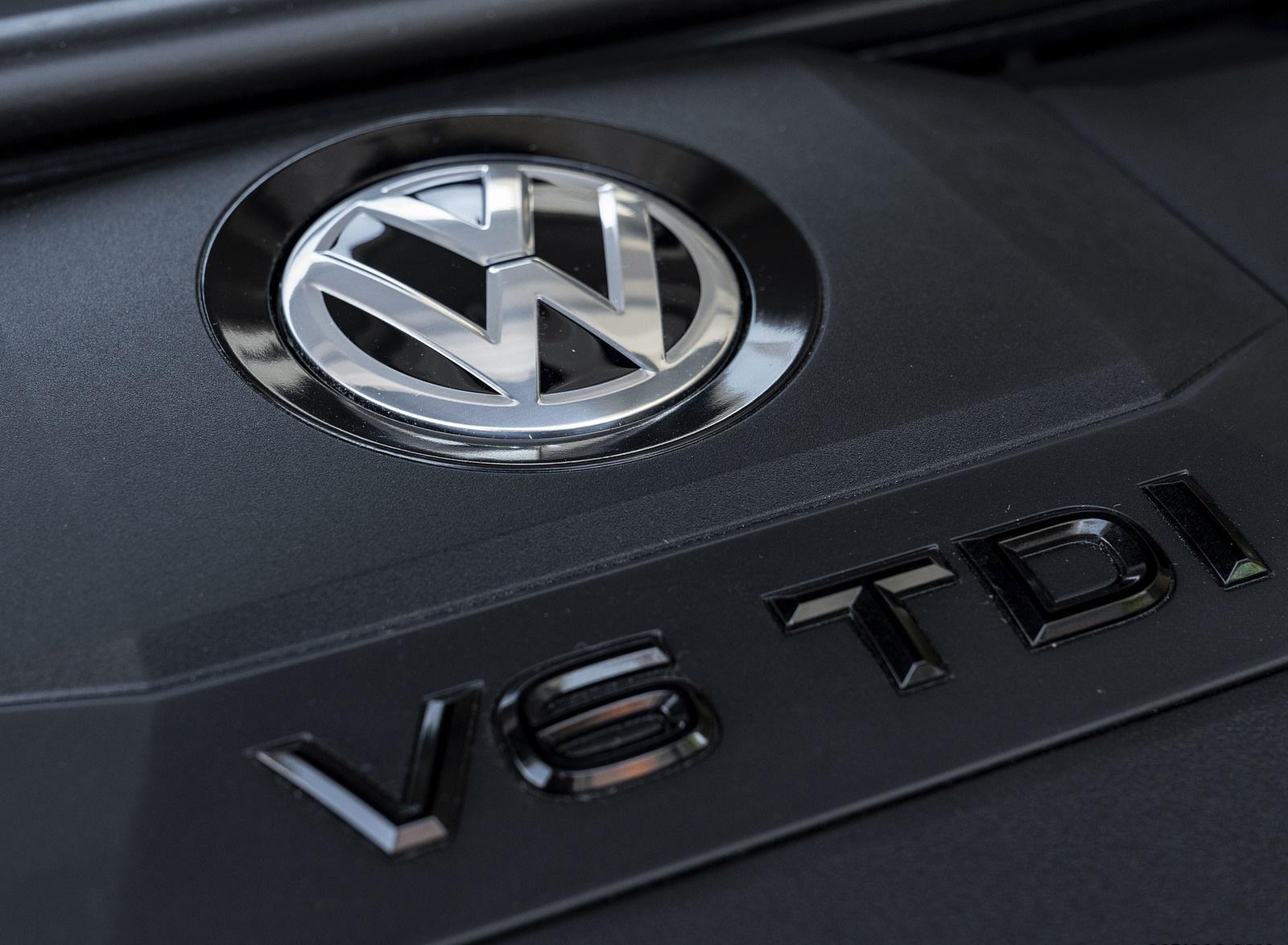 2019 Volkswagen Touareg V6 TDI R-Line (UK-Spec) Engine Wallpapers #34 of 43