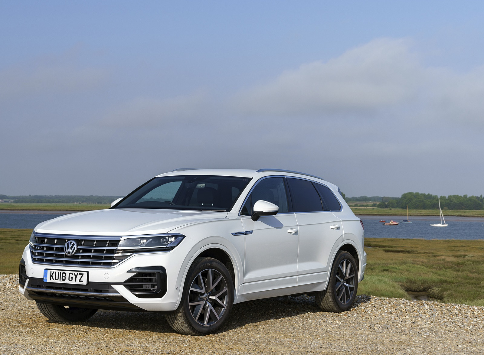 2019 Volkswagen Touareg V6 TDI R-Line (UK-Spec) Front Three-Quarter Wallpapers (5)