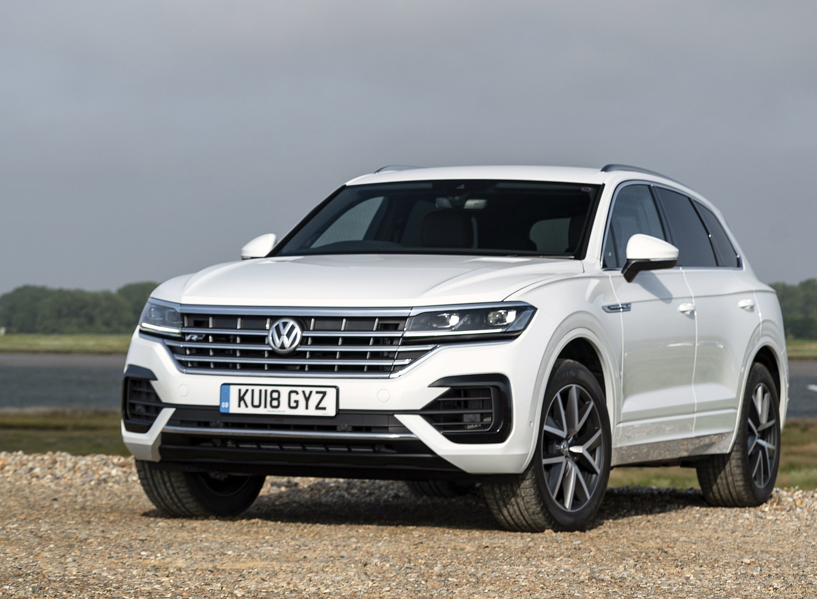 2019 Volkswagen Touareg V6 TDI R-Line (UK-Spec) Front Three-Quarter Wallpapers (6)