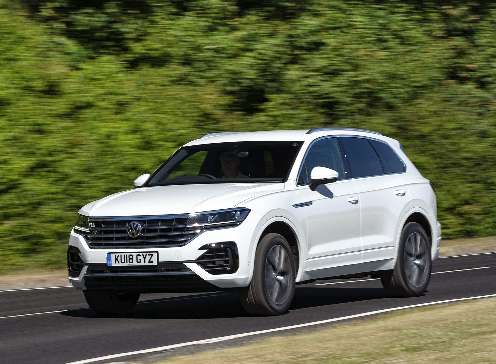 2019 Volkswagen Touareg V6 TDI R-Line (UK-Spec) Front Three-Quarter Wallpapers (1)