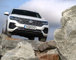 2019 Volkswagen Touareg V6 TDI R-Line (UK-Spec) Front Wallpapers 150x120 (22)
