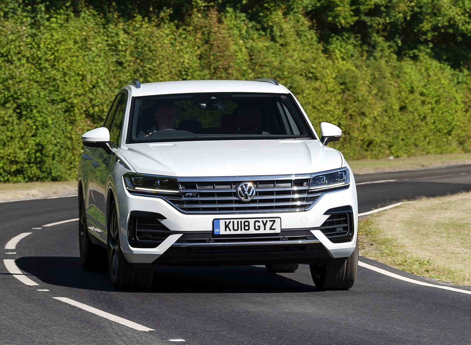 2019 Volkswagen Touareg V6 TDI R-Line (UK-Spec) Front Wallpapers (8)