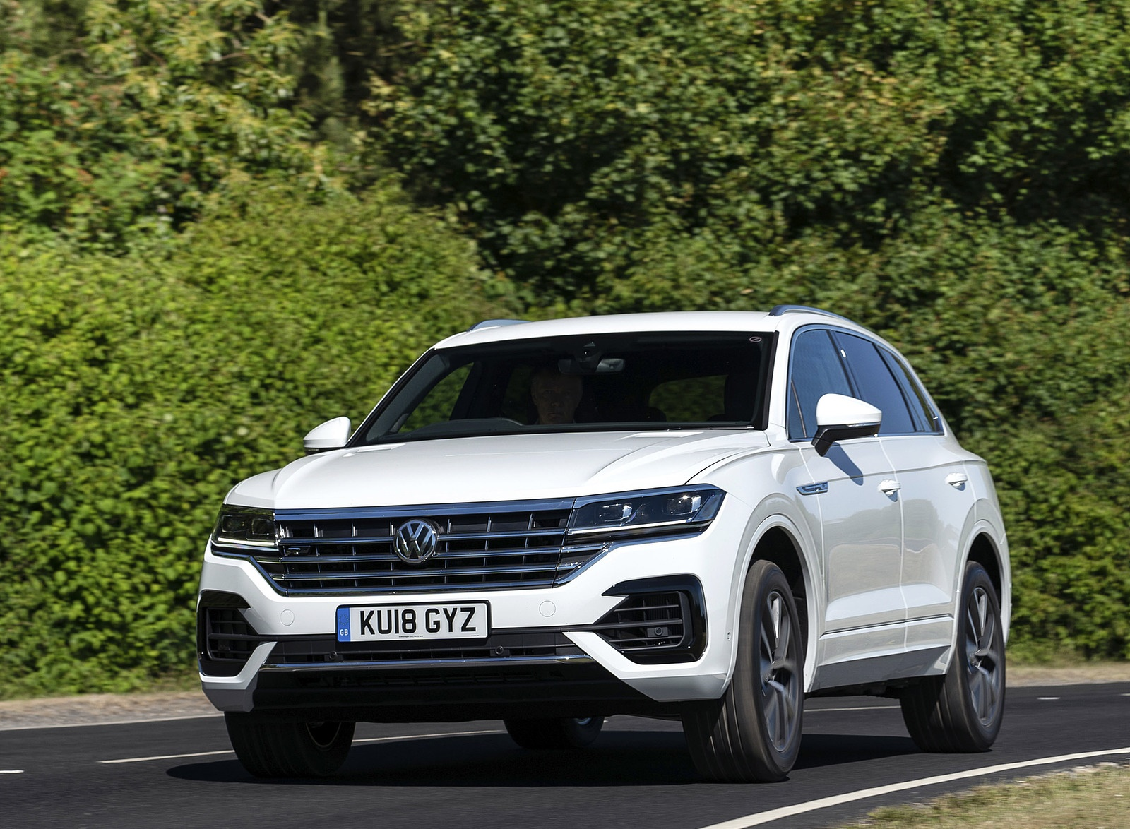 2019 Volkswagen Touareg V6 TDI R-Line (UK-Spec) Front Wallpaper #9 of 43