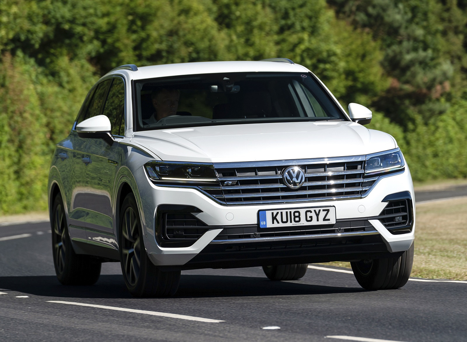 2019 Volkswagen Touareg V6 TDI R-Line (UK-Spec) Front Wallpapers (2)