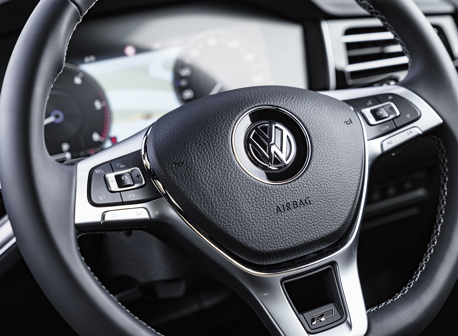 2019 Volkswagen Touareg V6 TDI R-Line (UK-Spec) Interior Steering Wheel Wallpaper #36 of 43