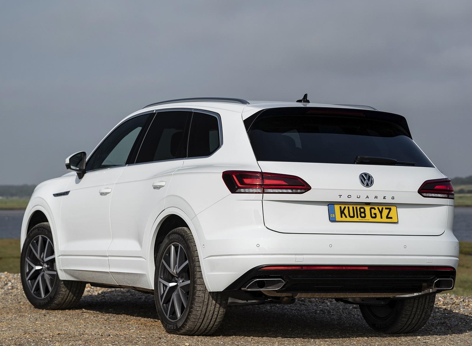 2019 Volkswagen Touareg V6 TDI R-Line (UK-Spec) Rear Three-Quarter Wallpapers #16 of 43