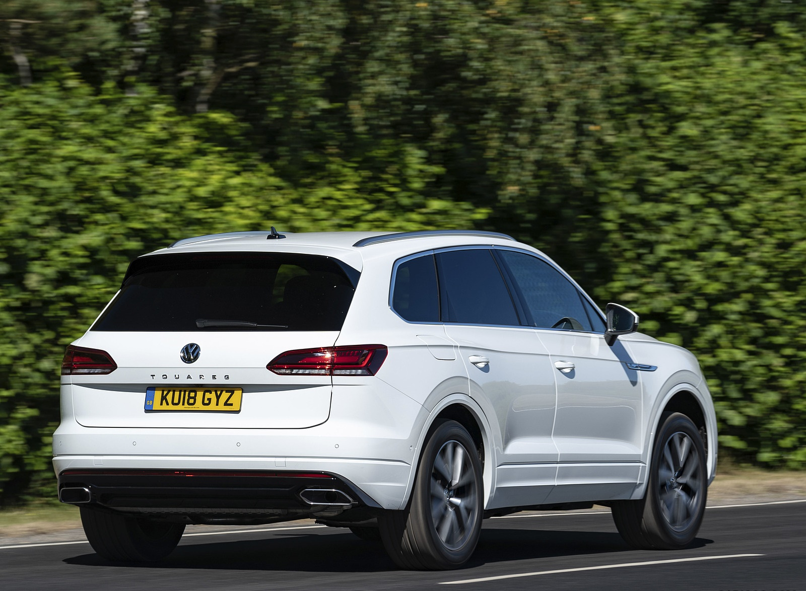 2019 Volkswagen Touareg V6 TDI R-Line (UK-Spec) Rear Three-Quarter Wallpapers (4)