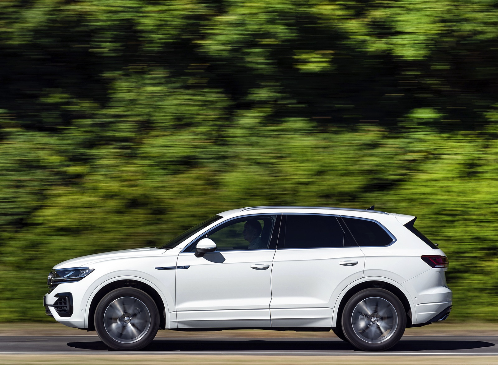 2019 Volkswagen Touareg V6 TDI R-Line (UK-Spec) Side Wallpapers (3)