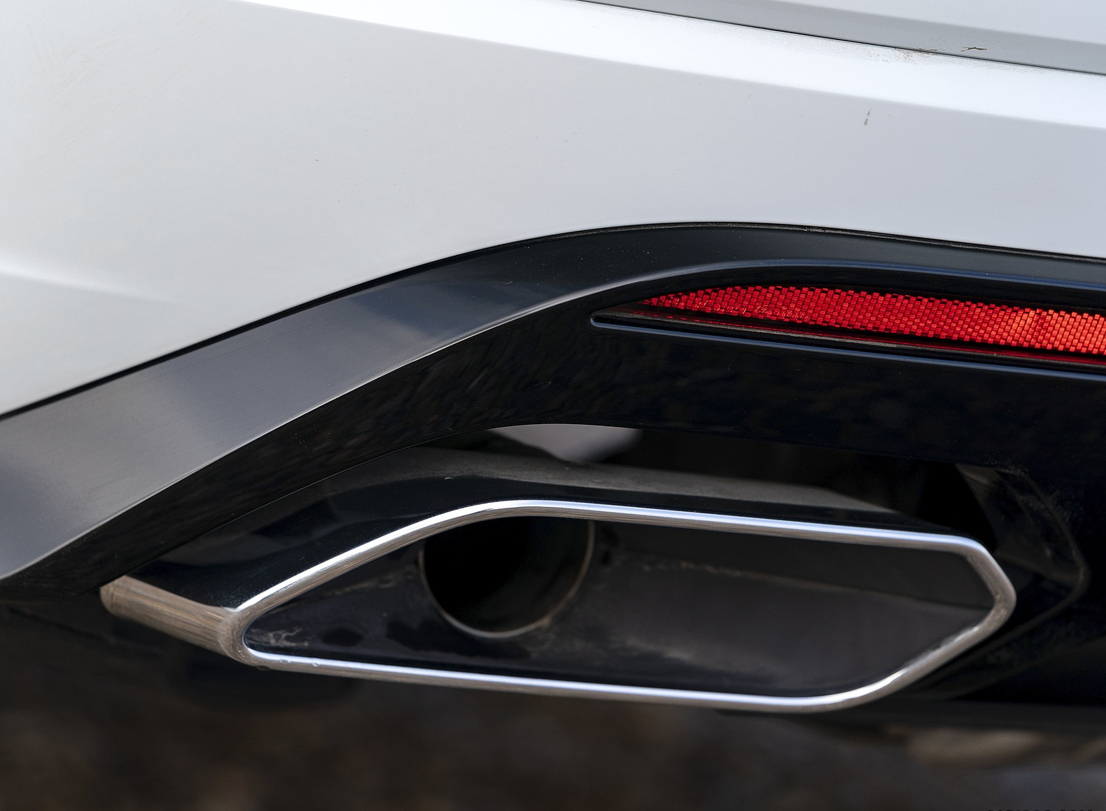 2019 Volkswagen Touareg V6 TDI R-Line (UK-Spec) Tailpipe Wallpapers #32 of 43