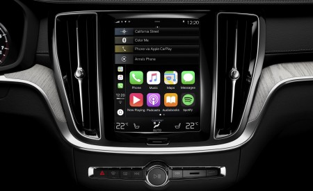 2019 Volvo V60 Cross Country Central Console Wallpaper 450x275 (28)