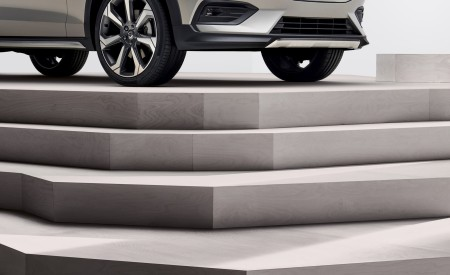 2019 Volvo V60 Cross Country Detail Wallpaper 450x275 (22)